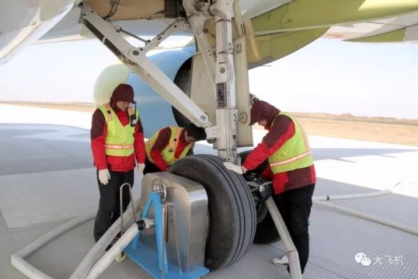 C919飞机102架机开展中速滑行试验!4