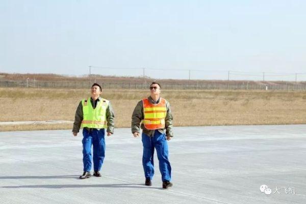 C919飞机102架机开展中速滑行试验!7