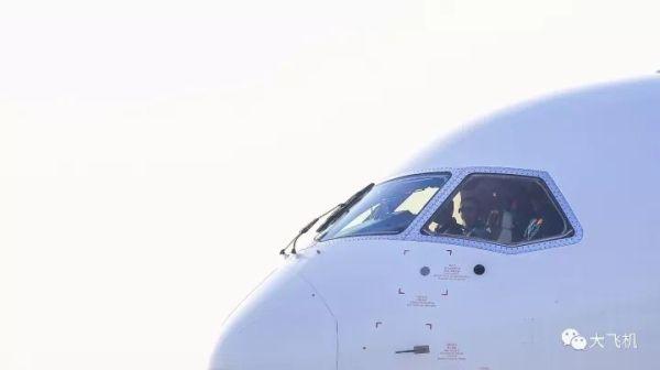 C919飞机102架机开展中速滑行试验!13