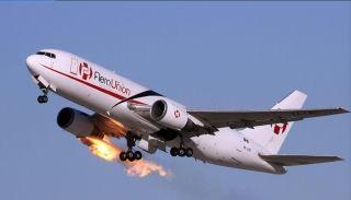 实拍:AeroUnión飞机起飞后遭遇严重鸟击