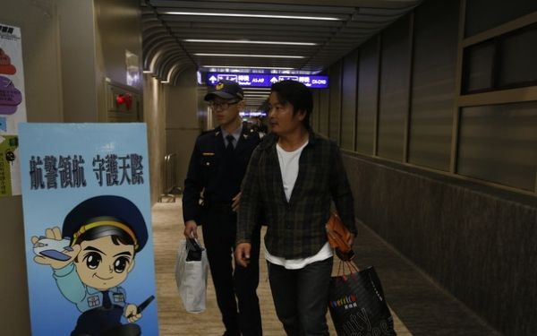日本乘客飞机上耍酒疯袭空姐