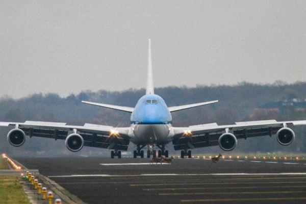 荷航747飞最后一趟航班时,受到一场特别欢迎