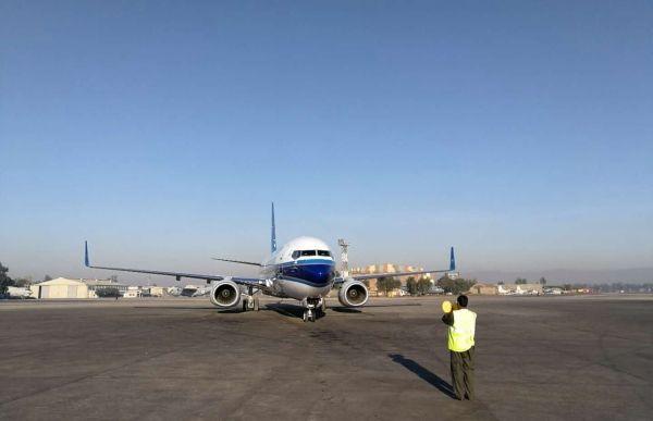 中国民航首架波音738飞机成功飞跃喀喇昆仑山