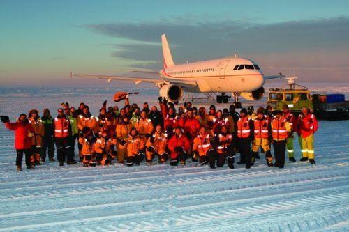 又一重大突破!中国商用飞机首次载客抵达南极