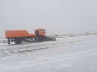 喀什机场积极应对首场降雪,全力做好航班保障