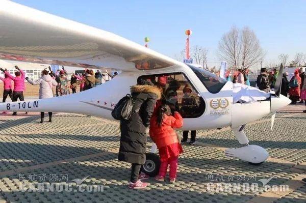 西部通航携3架飞机亮相宁夏2017年冬季旅游启动仪式。