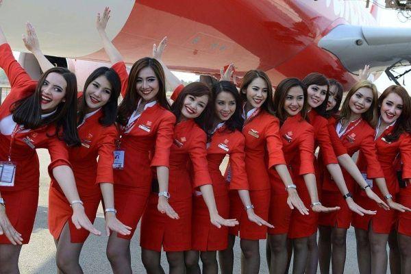 空姐制服太性感引争议 大马政客建议航司重设计