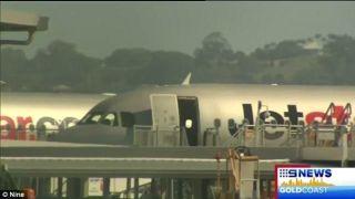 捷星机舱不明气体 导致6人出现不适症状