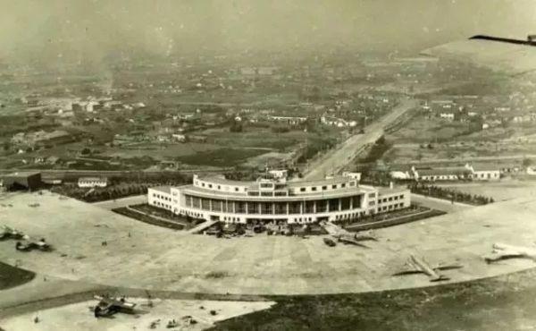 20世纪60年代拍摄的龙华机场。图/上观新闻
