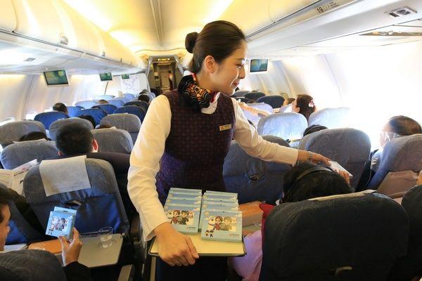 """国航重庆乘务组蓝天上为旅客过""""冬至"""""""