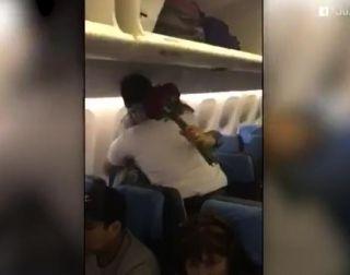 暖心视频:飞行员与父母圣诞节惊喜重聚
