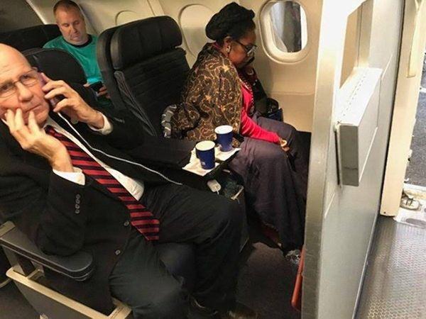 美联航向头等舱座位被占女子道歉并赔500美元