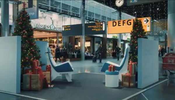荷航圣诞黑科技 乘客实现无障碍沟通