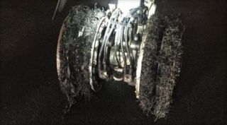 美联航客机起落架爆胎 飞行员中止起飞