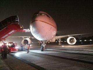 沙特航空客机前轮脱落 飞机紧急刹停
