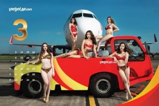 比基尼航空新年日历来袭 但她们真的是空姐吗?
