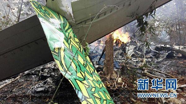 哥斯达黎加一架小型飞机坠毁致12人丧生