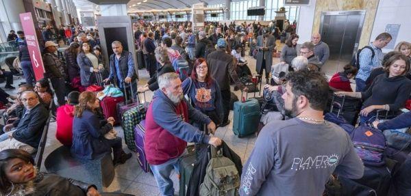 CBP系统故障 致使国际航班乘客大规模滞留机场