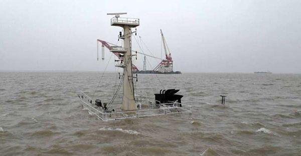 上海吴淞口发生沉船事故 直升机前往现场搜救