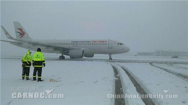 东航安徽应对首场强降雪 确保航班运行安全