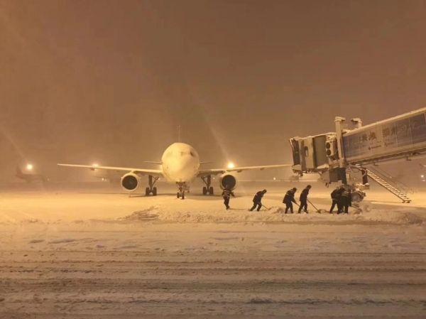 众志成城抗强雪 保驾护航显真情