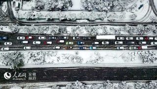 航拍大雪中的合肥。
