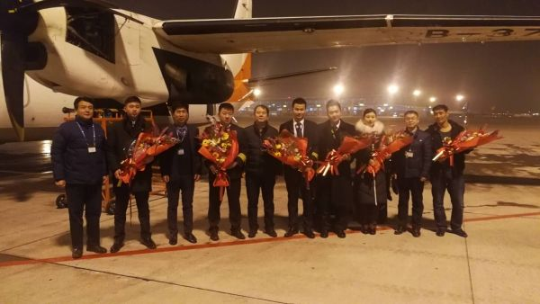 幸福航空副总裁付建宏慰问天津最后一个航班机组
