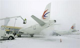 图集:东航安徽抗击冰雪保障航班运行
