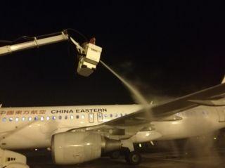 张家界荷花国际机场开展2018首次飞机除防冰