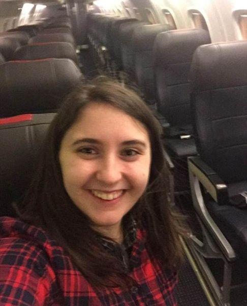 """美国一女子因航班取消改签后意外享受""""包机"""""""