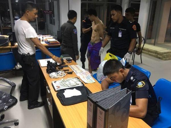 美国游客因用药过度在机场裸奔 被安保制服