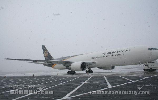 青岛机场全力保障雪天运行