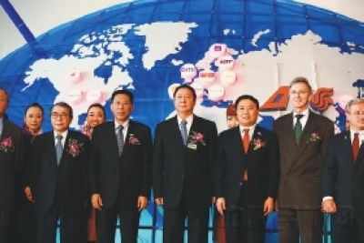2007年12月12日,杨元元出席了国航、上航加入星空联盟的入盟仪式。