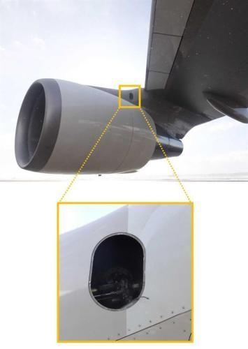 日本政府专机飞行途中金属板坠落