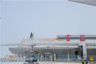 受降雪影响 富蕴机场跑道关闭24小时