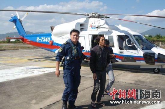 两渔民接连出现患病和受伤 直升机紧急救助脱险