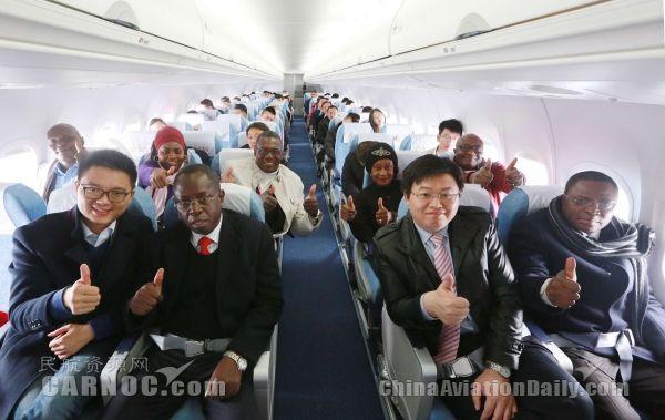 刚果共和国交通部部长一行专程体验ARJ21飞行