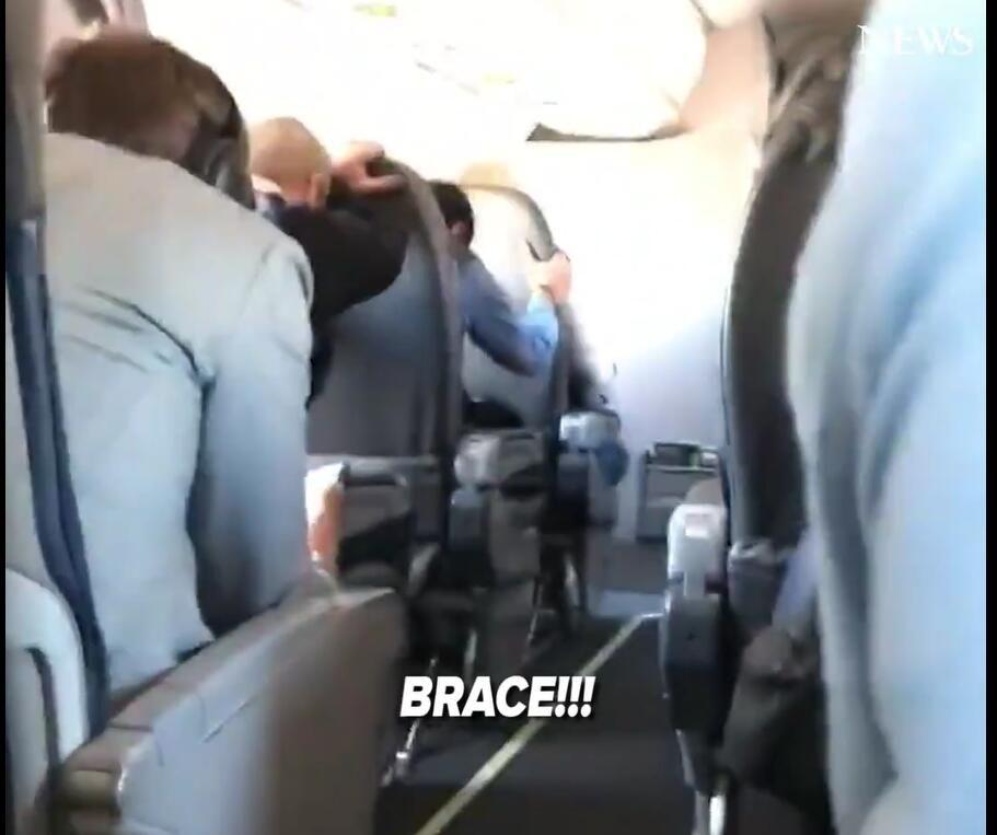 视频:客机因机械故障迫降乘客经历惊险一刻