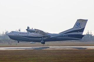 """2018年1月24日上午9:54,""""鲲龙""""AG600迎来了进入2018年后的第一次飞行。"""