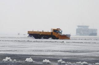 常州机场迎战新一轮冰雪天气