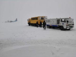 襄阳机场场务人再战风雪保通畅