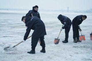 使命在肩不负众望 记襄阳机场抗击冰雪的勇士们