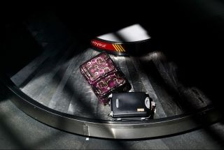 紧急疏散时 如何说服乘客丢下行李让航司头痛