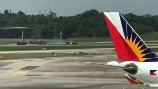 新加坡航展一架表演飞机出事故 飞行员逃生