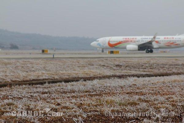 云南机场地服严寒天气保障旅客出行纪事
