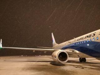 东海航空机务十堰机场大雪中连夜保障航班