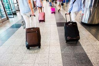 民航早报:美航企非自愿下机乘客数降至最低值