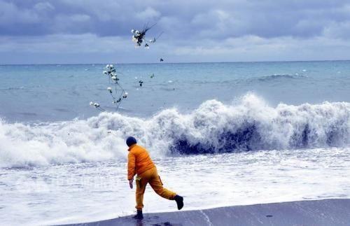 台失踪黑鹰直升机确认坠海6人遇难 搜救结束