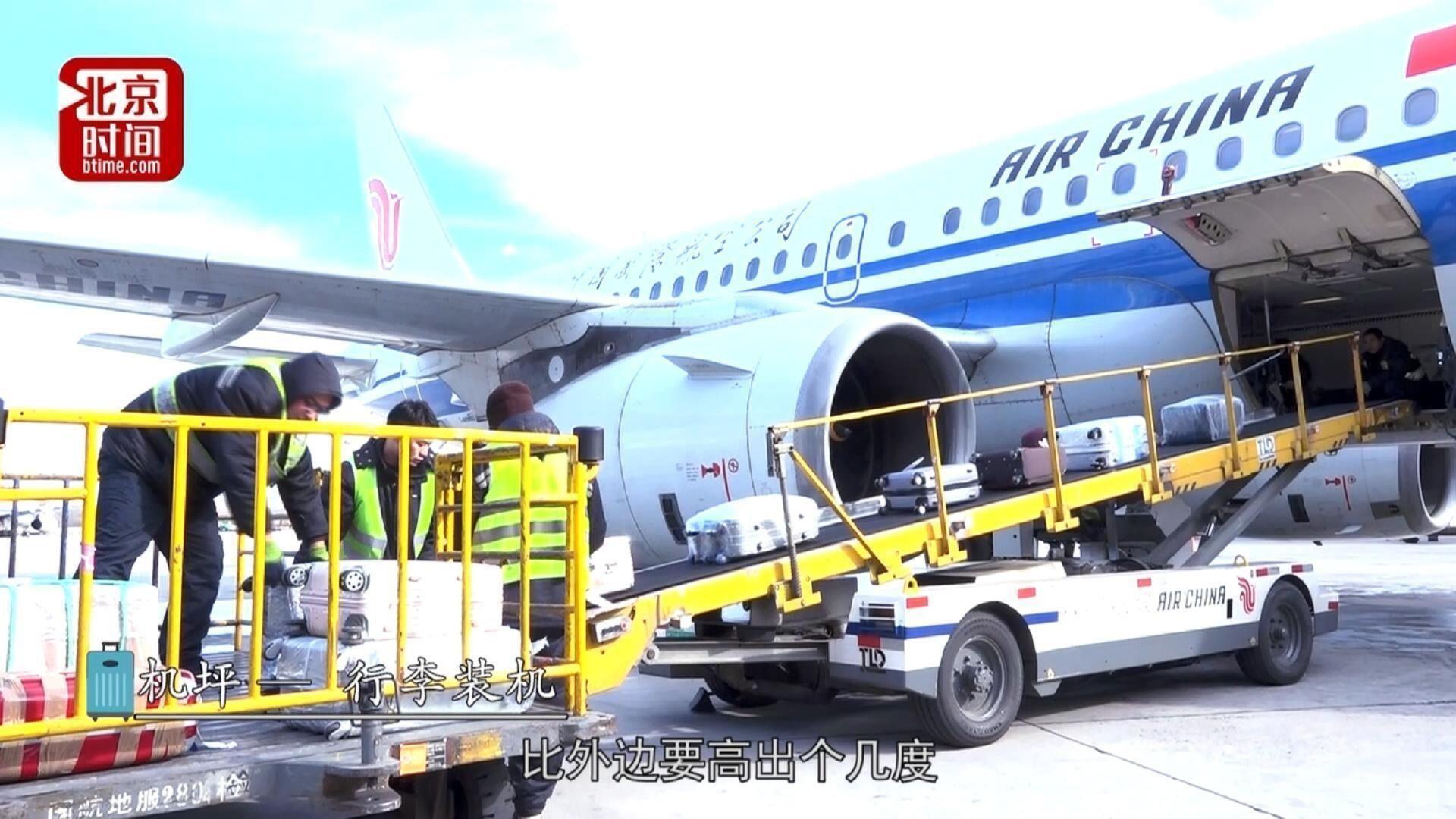 行李装卸工的春运:穿钢鞋每人每天搬12吨多