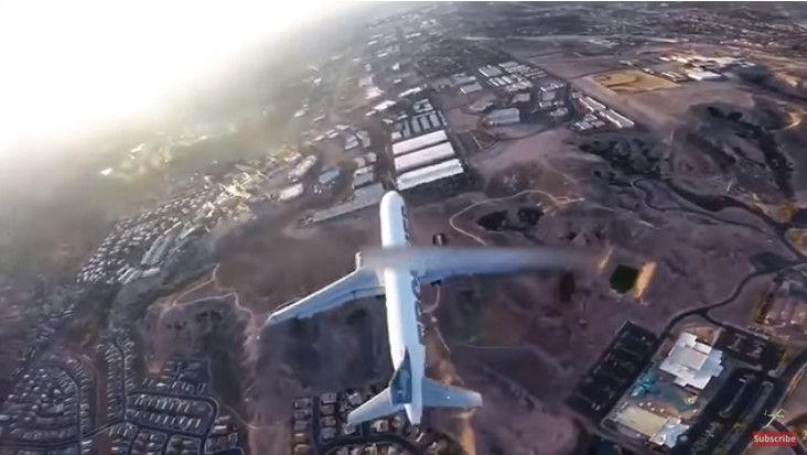 无人机惊险拍飞机 航空业呼吁加强立法监管